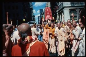 Шрила Прабхупада присоединяется к шествию