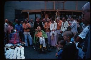27 апреля 1977 года. Празднование дня рождения Джаянанды на месте построения колесниц в Лос-Анджелесе