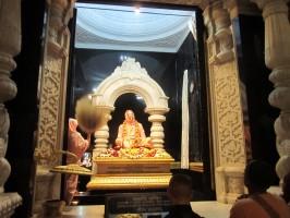 Джаянанда в самадхи Шрилы Прабхупады во Вриндаване