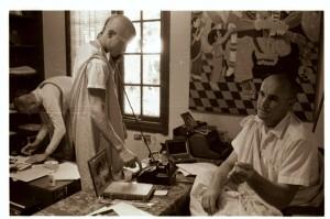 Джаянанда и Карандхара работают в офисе храма Беркли