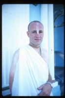 """Джаянанда позирует для журнала """"Обратно к Богу"""". Июль 1973 г."""