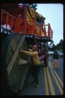 Джаянанда тянет колесницу к месту проведения фестиваля