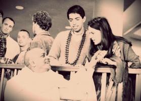 Прощание с Прабхупадой в аэропорту  (Джаянанда выглядывает слева)